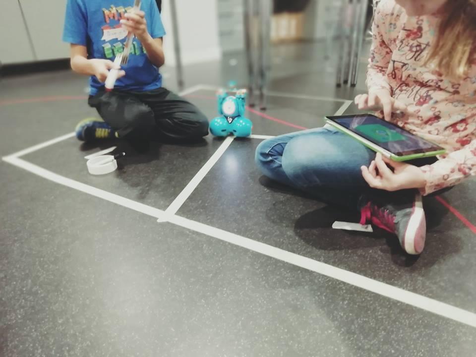 Robotik einfach lernen mit Robo Dash